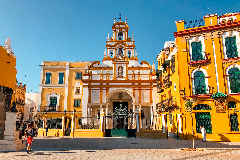 Le parvis de la Basílica de la Macarena