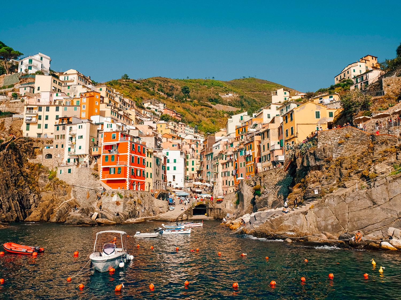 La vue sur Riomaggiore est incroyable depuis le port