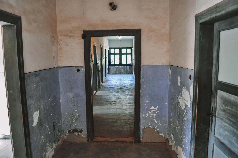 Intérieur d'un des baraquements