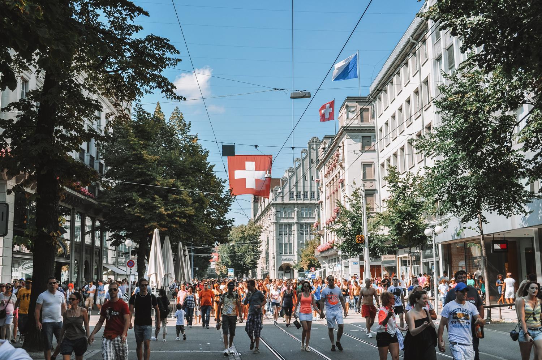 Début de la découverte de Zurich par l'avenue Bahnhofstrasse
