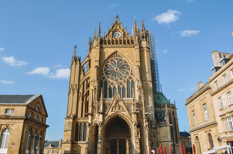 Au pied de la Cathédrale Saint-Étienne de Metz