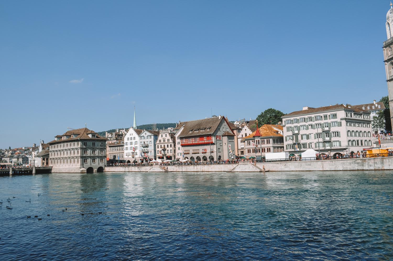 La rivière Limmat qui traverse Zurich
