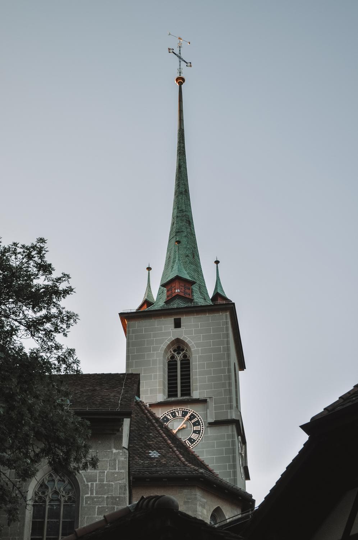 Clocher de l'église Nydeggkirche dans la vieille ville
