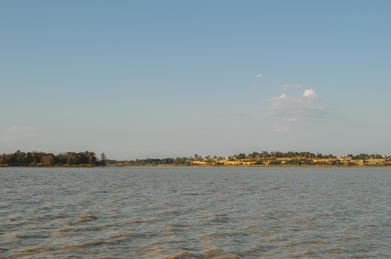 Vue depuis le bateau sur l'Estuaire de la Gironde