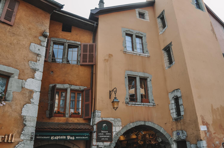 Façades anciennes dans le coeur historique de la ville