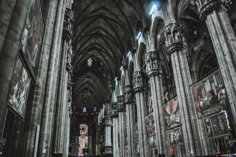 Intérieur assez sombre du Duomo di Milano