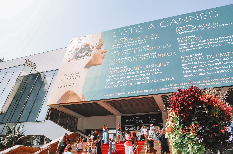 Le Palais des Festivals de Cannes et son célèbre tapis rouge