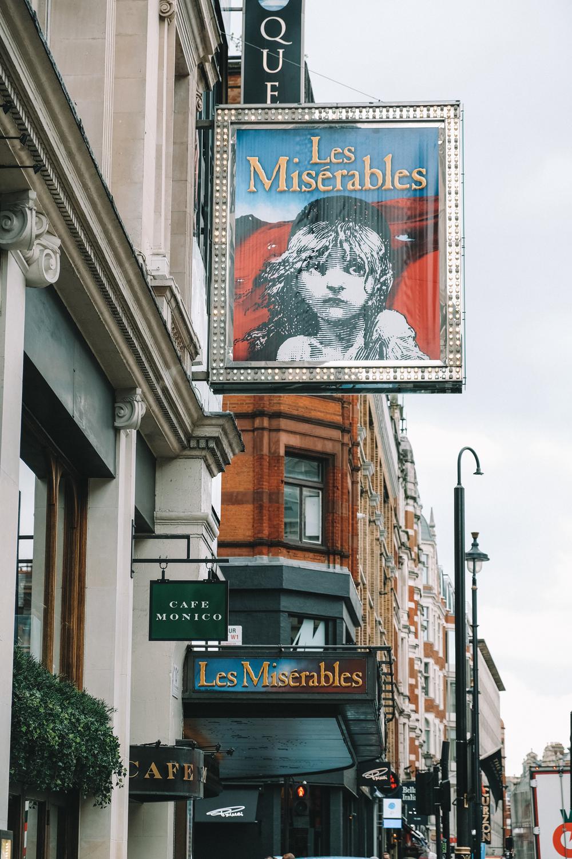 """Affiche de la comédie musicale """"Les Misérables"""""""