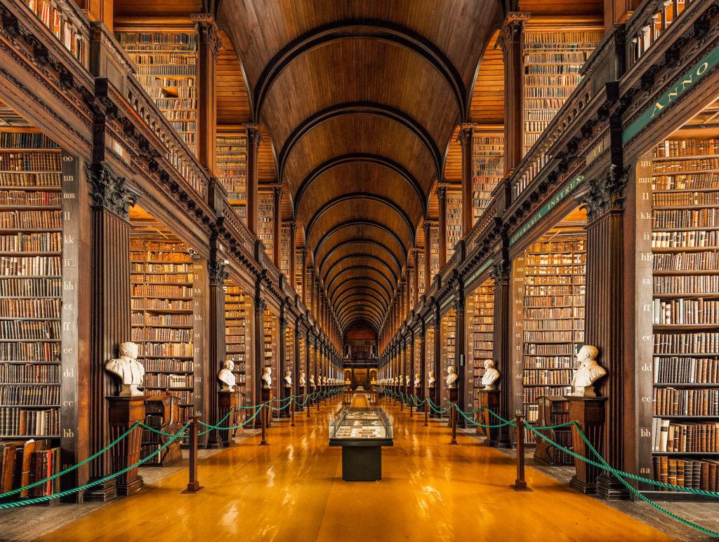 Allée principale de la grande salle de la Old Library
