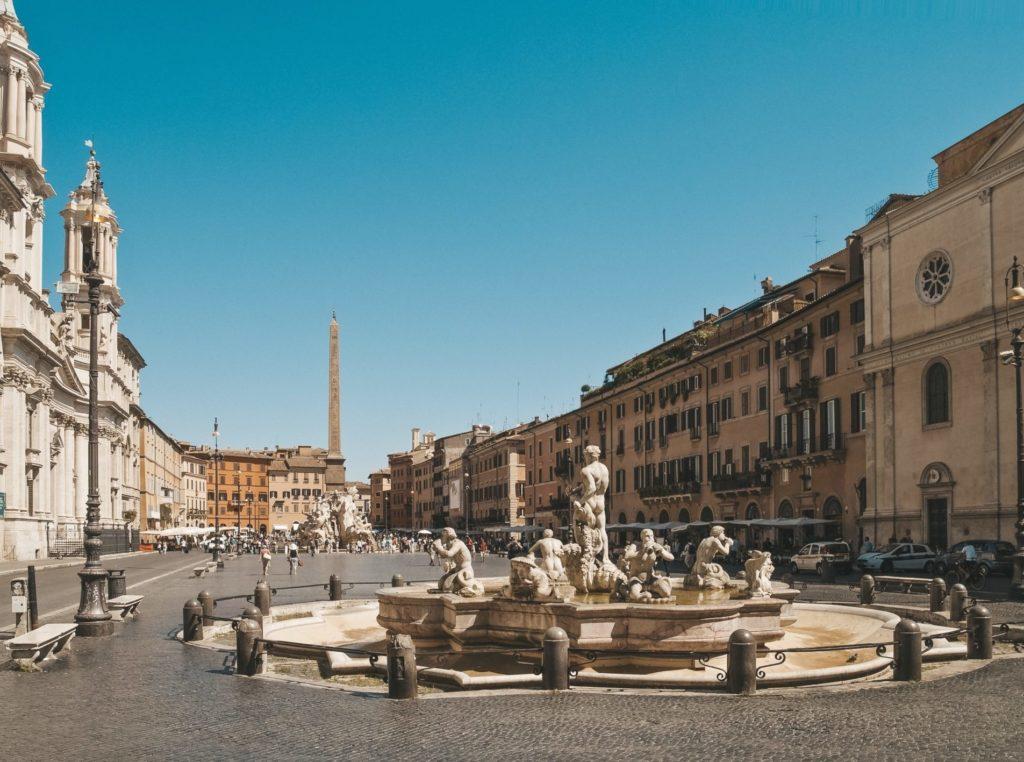 Les places de Rome sont absolument magnifiques