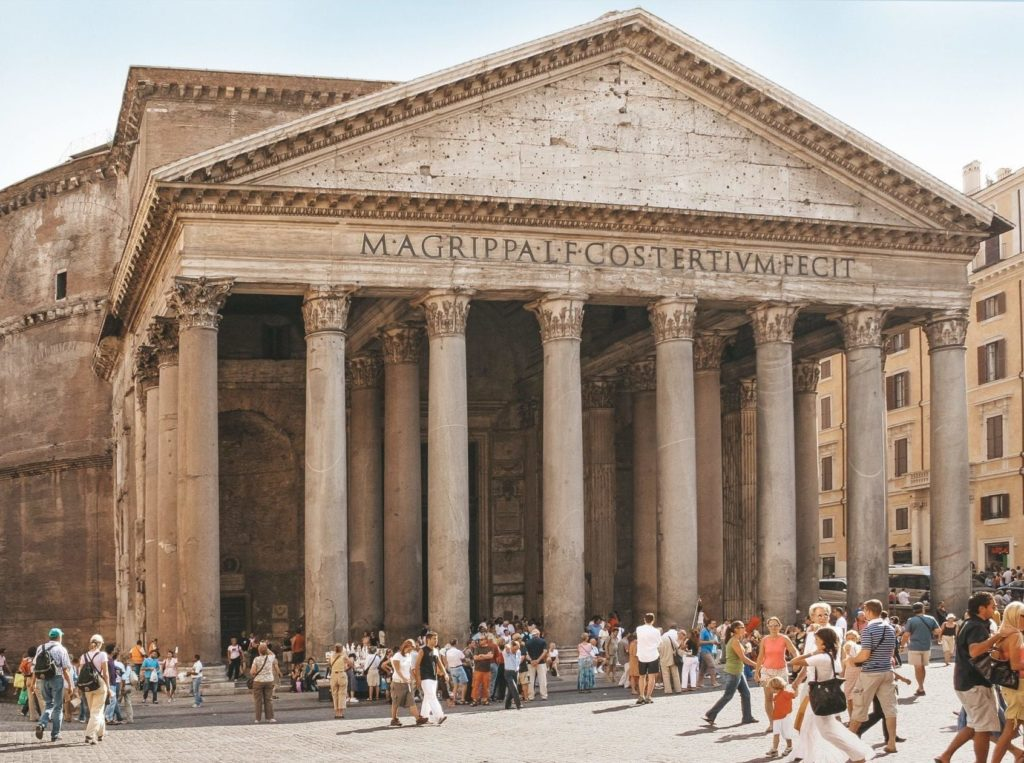 La magnifique façade du Panthéon de Rome