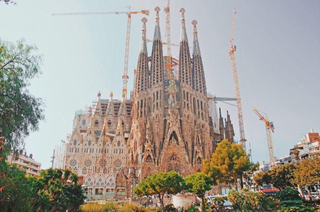 Vue principale sur la Sagrada Família