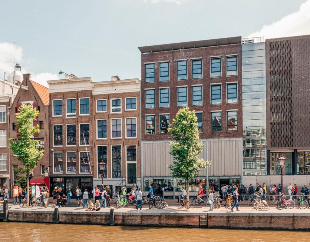 Les files d'attente au Musée Anne Frank peuvent être importantes