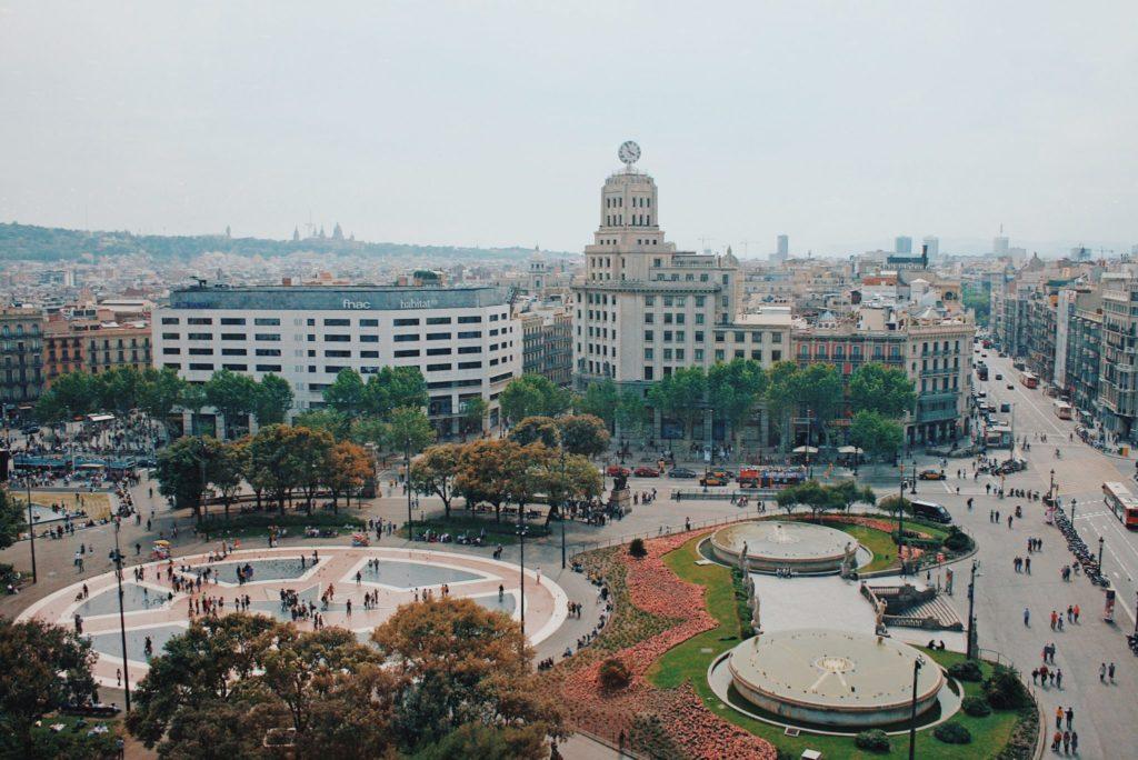 Vue aérienne sur la Place de Catalogne à Barcelone