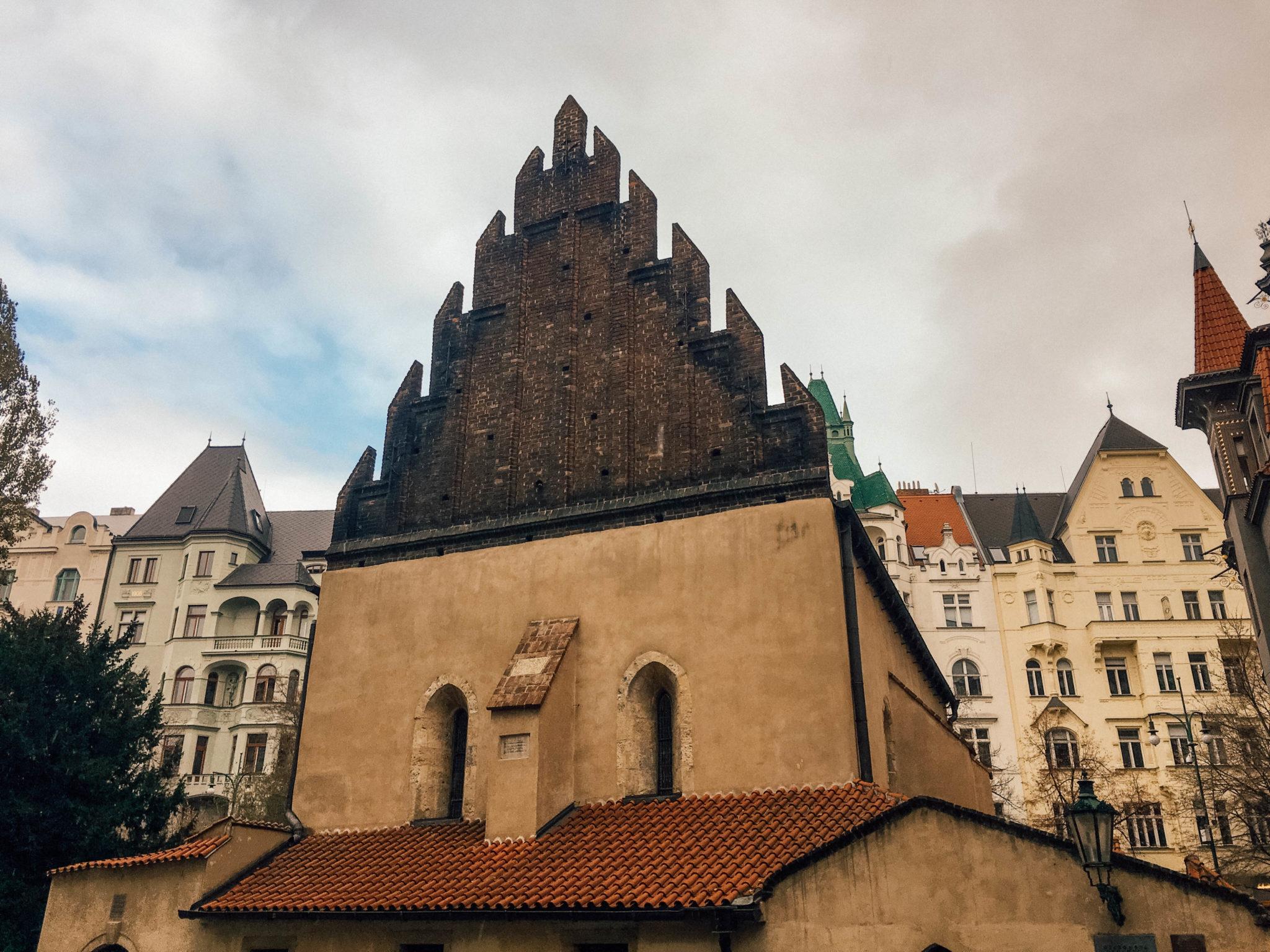La synagogue Vieille-Nouvelle du quartier juif de Josefov à Prague