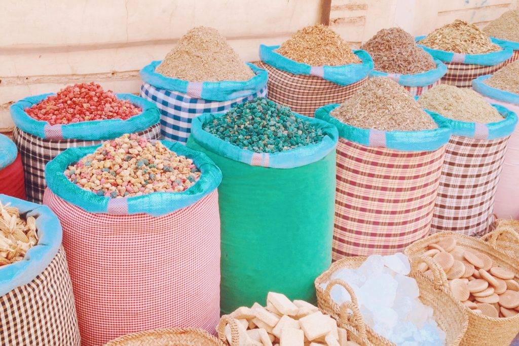 Les épices sont en vente aux quatre coins de la Médina