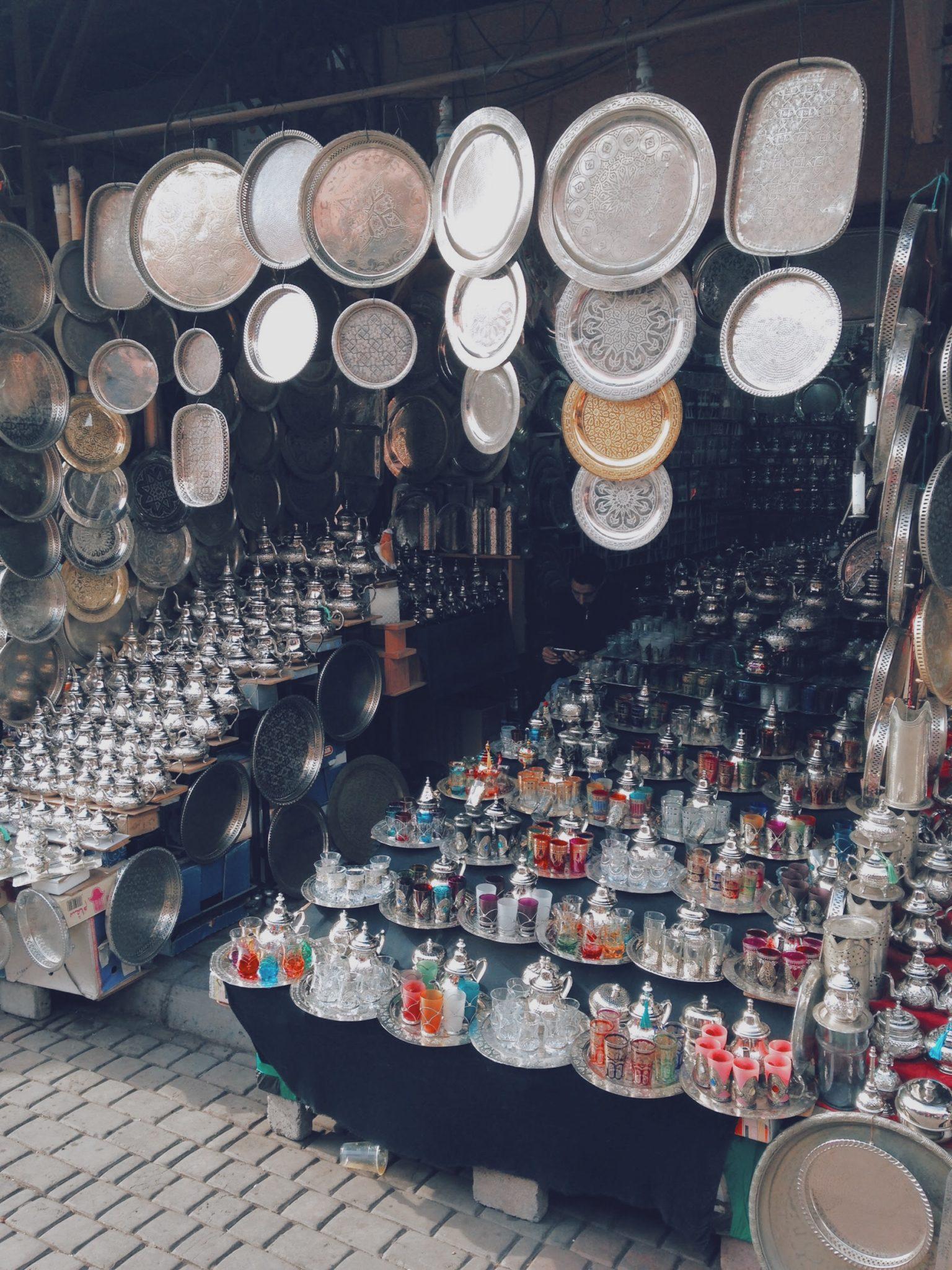 Marchands de vaisselle et de services à thé vert
