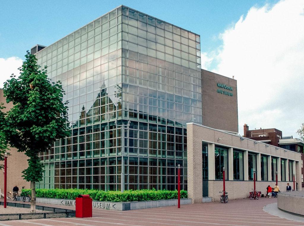 Le Van Gogh Museau de l'extérieur, avec sa verrière de 800 m²