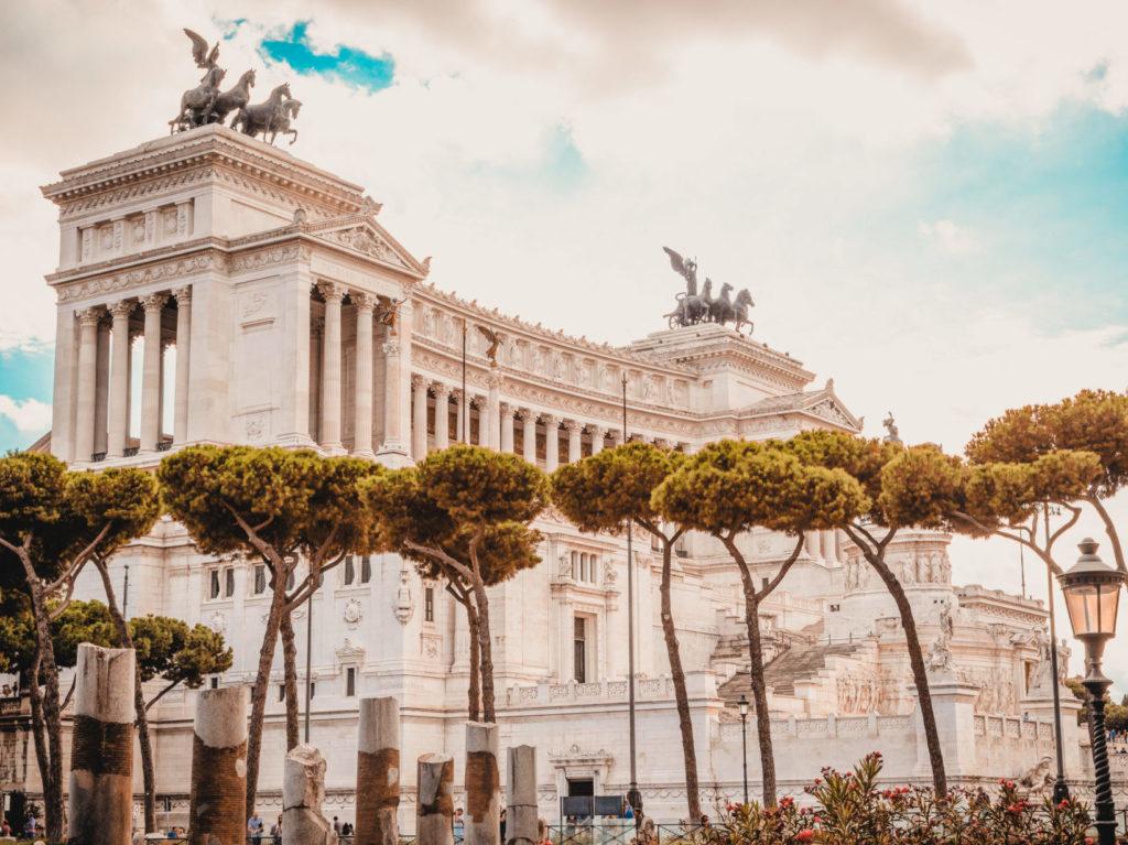 Le Vittoriano que les touristes adorent, tandis que les romains le déteste en majorité…