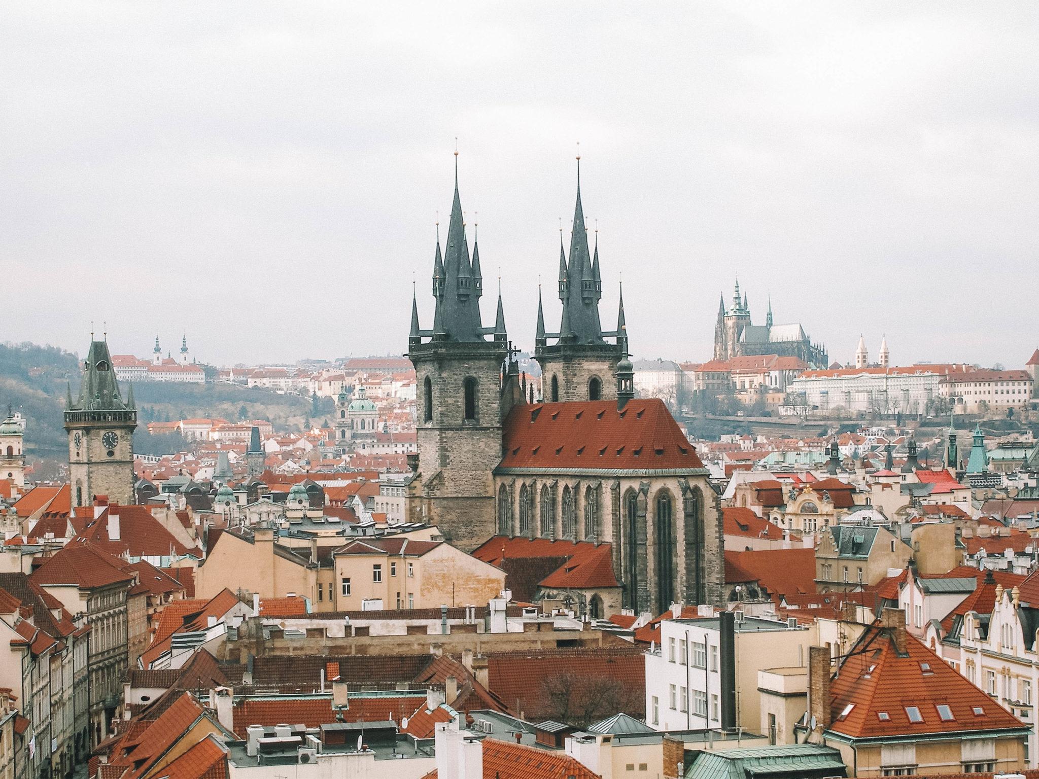 Vue aérienne sur la place de la vieille ville
