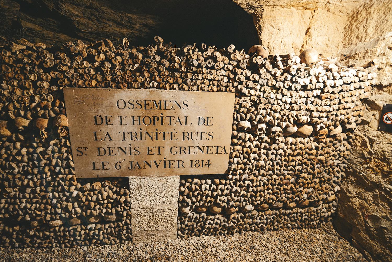 Dans les catacombes de Paris
