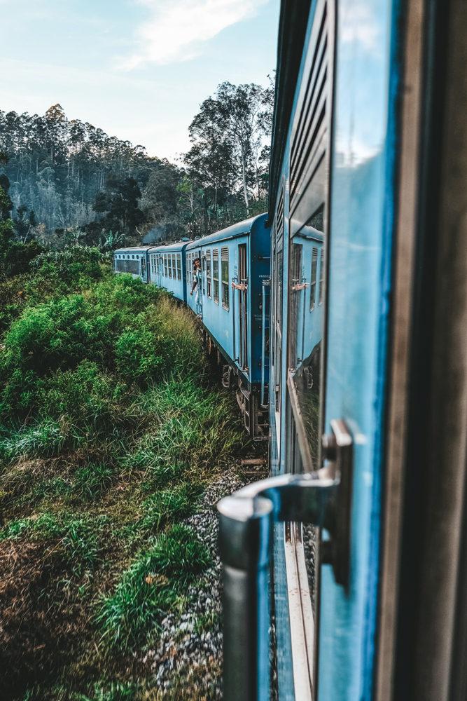 Le train traverse des paysages magnifiques