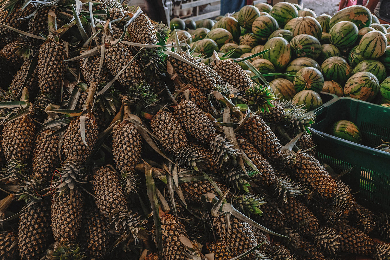 Montagnes d'ananas et de pastèques