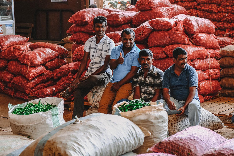 Les sri lankais prennent la pose pendant leur pause
