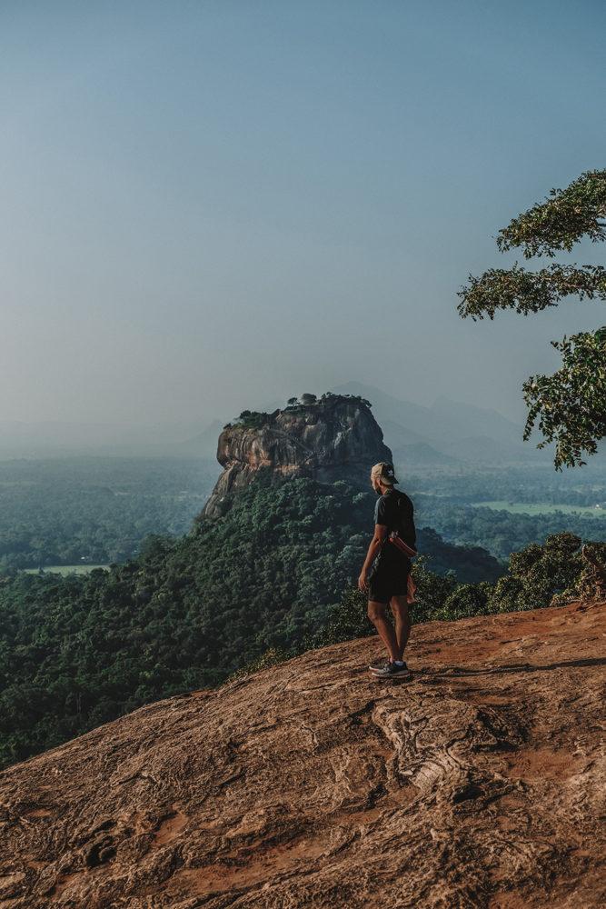 Julien émerveillé devant la beauté de la nature