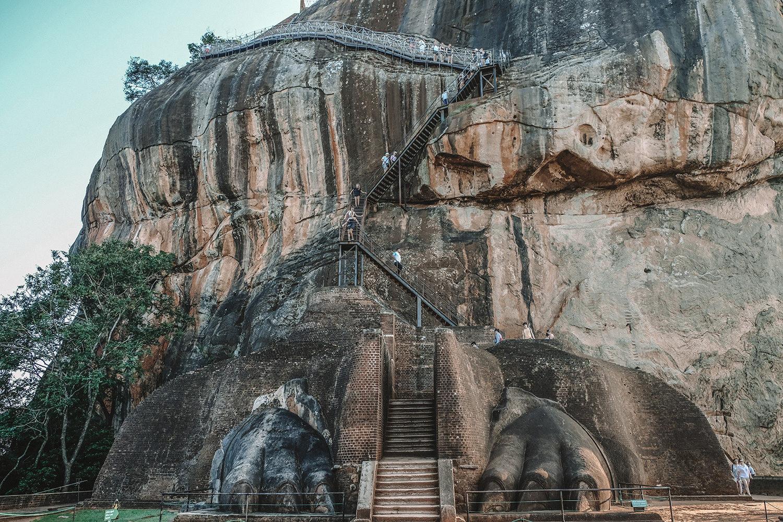 Les vestiges d'une immense statue de lion