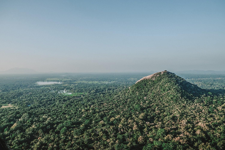 """Vue sur le sommet du mont """"Pidurangala"""""""
