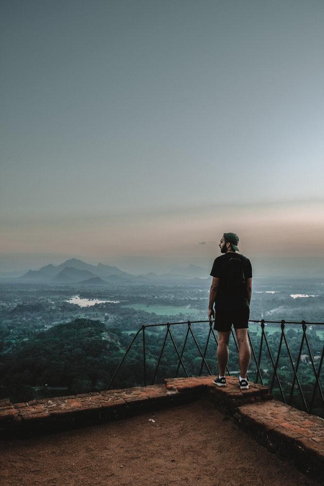 Julien admire le paysage