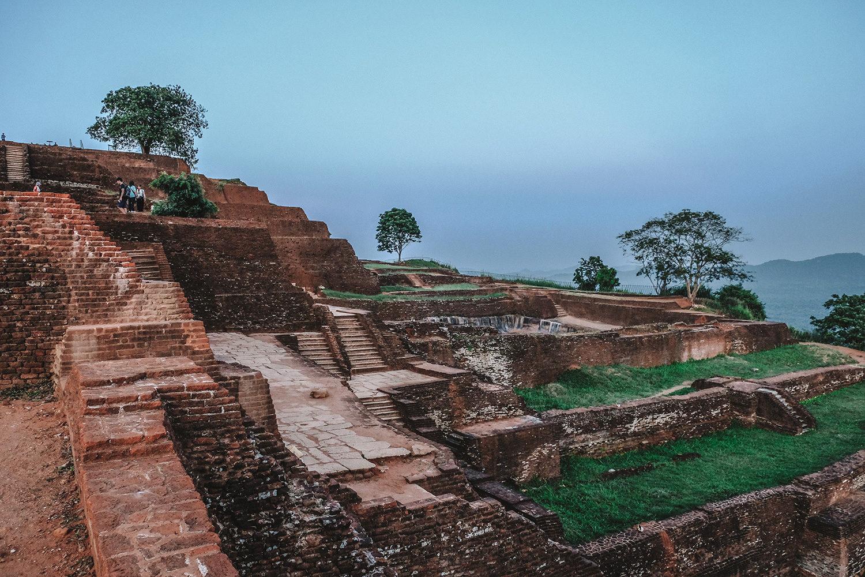Vestiges du palais de Kassapa, le fils aîné du roi Dhatusena