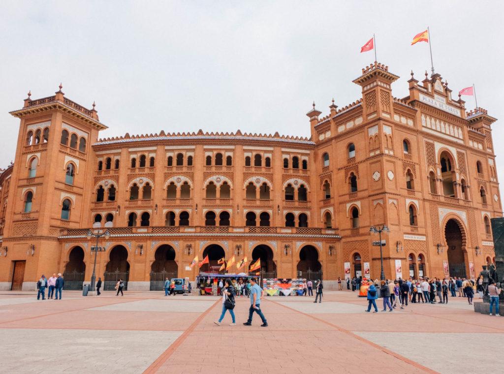 Les très belles arènes aux couleurs orangées de Madrid