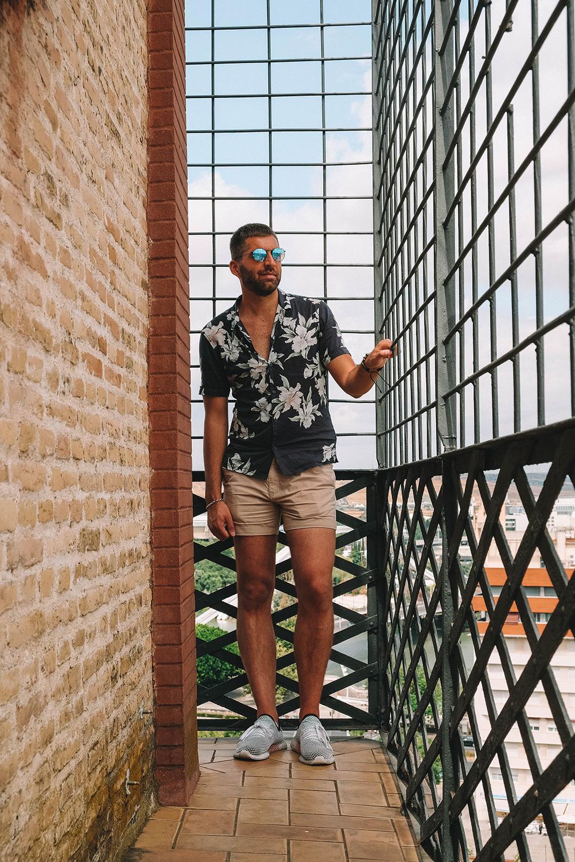 Julien admire la vue sur Séville