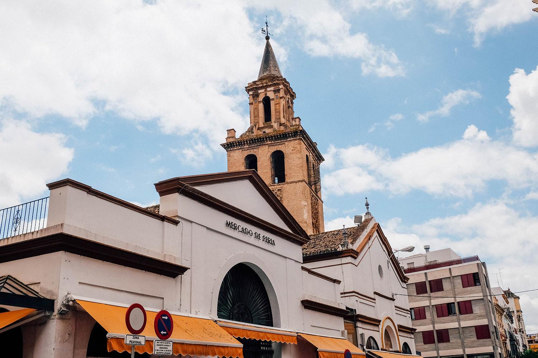 La façade du petit Mercado de Feria