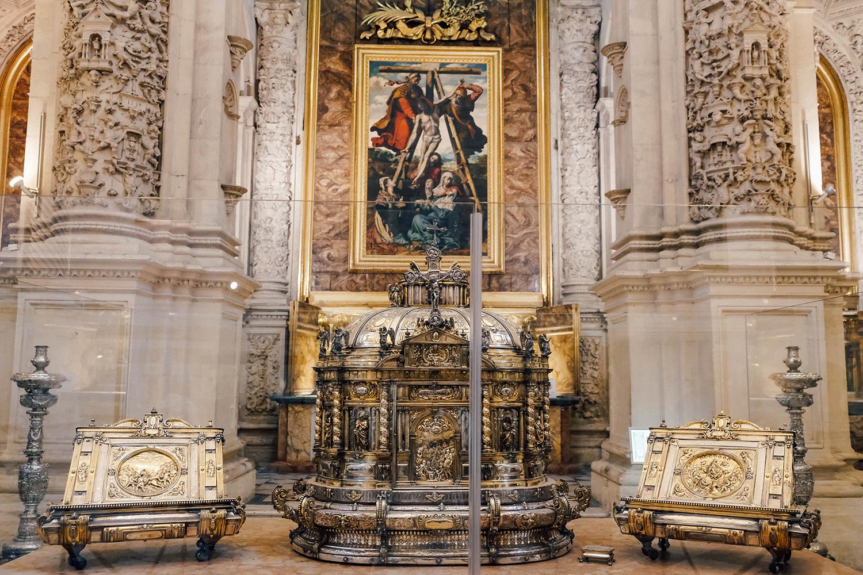 Reliques et trésors sont stockés dans la Cathédrale