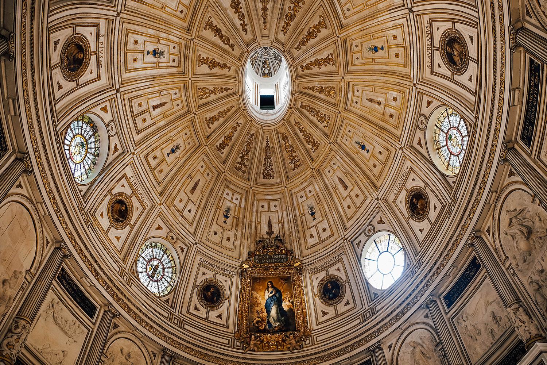 Le plafond de l'une des chapelles