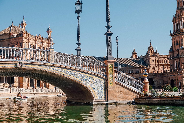 Des ponts surplombent le canal et sont l'occasion de faire de très beaux clichés