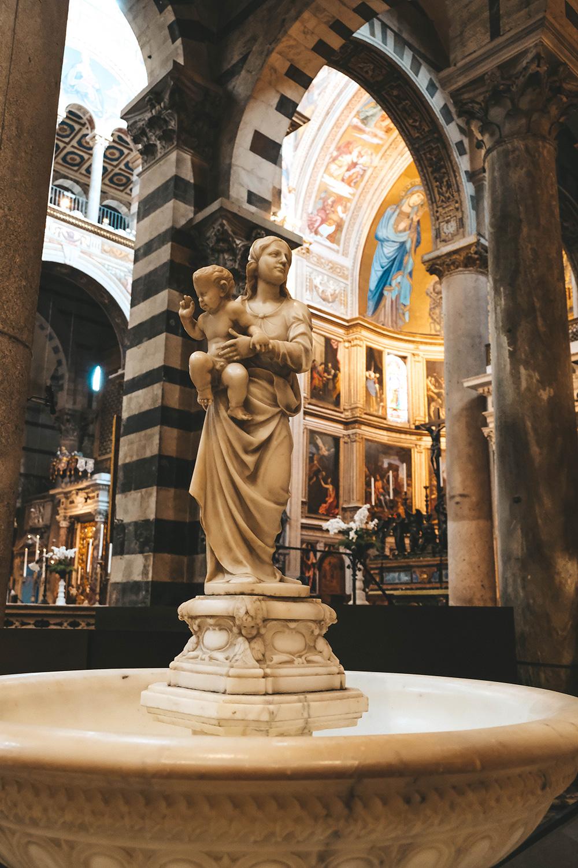 Le bénitier de la cathédrale