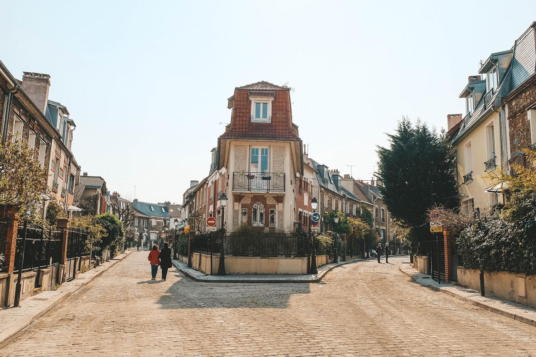 Les jolies petites ruelles de la campagne à Paris