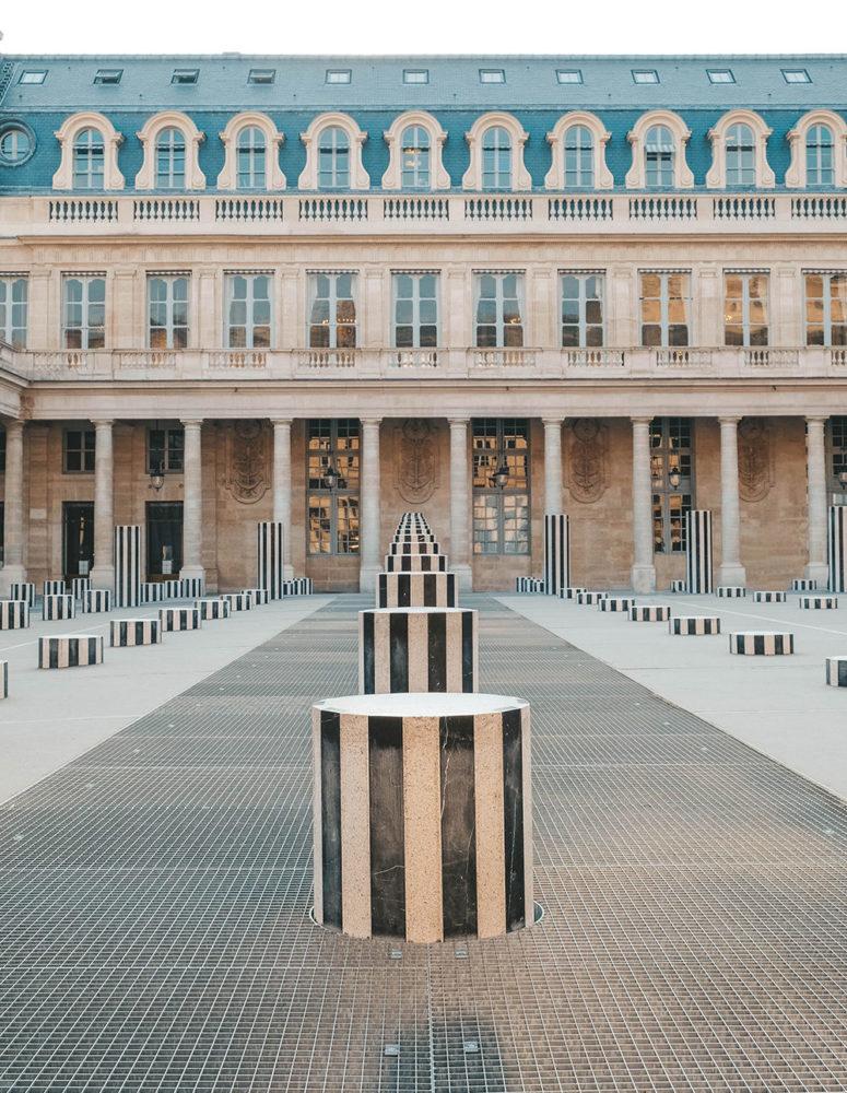 Symétrie parfaite des colonnes de Buren