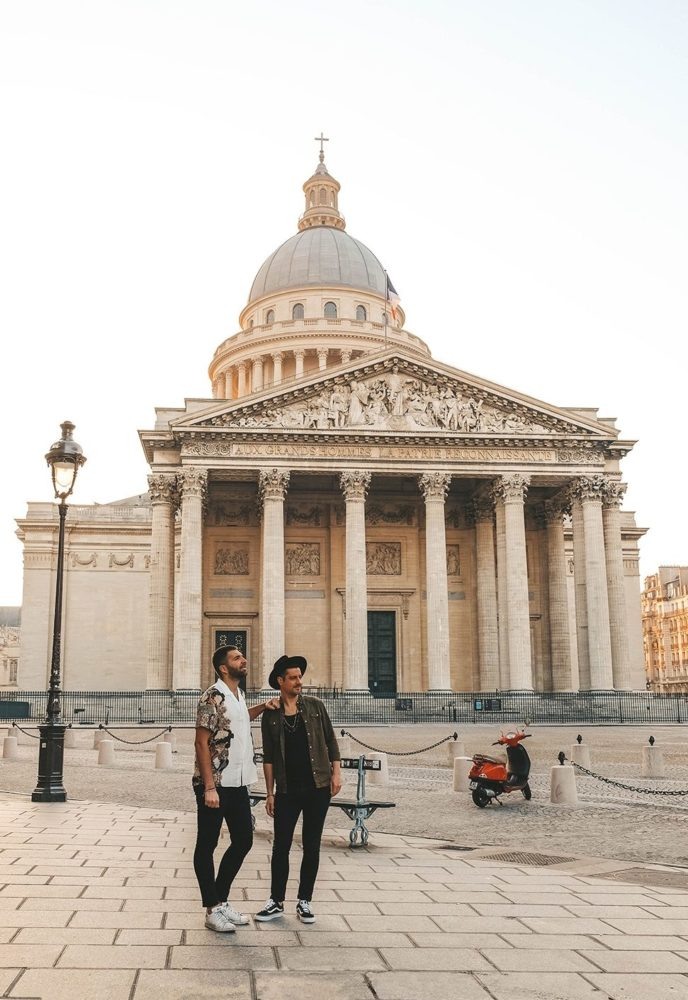 Photo de couple devant le Panthéon
