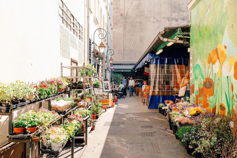 Allée de fleurs du marché des Enfants-Rouges