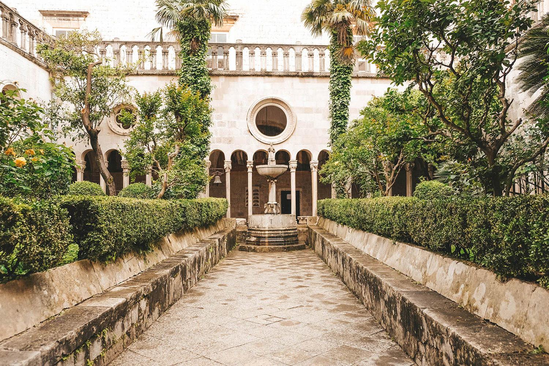 La cour intérieure du monastère franciscain