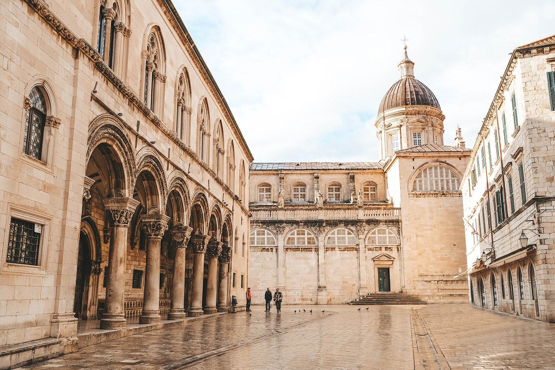 Le palais du Recteur et la cathédrale de Dubrovnik