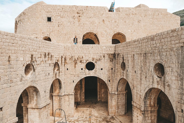 Julien sur le premier étage du fort