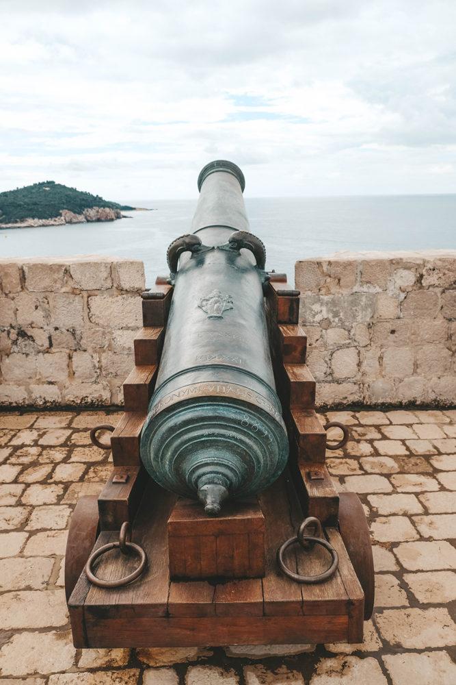 Un canon d'époque de protection de la ville
