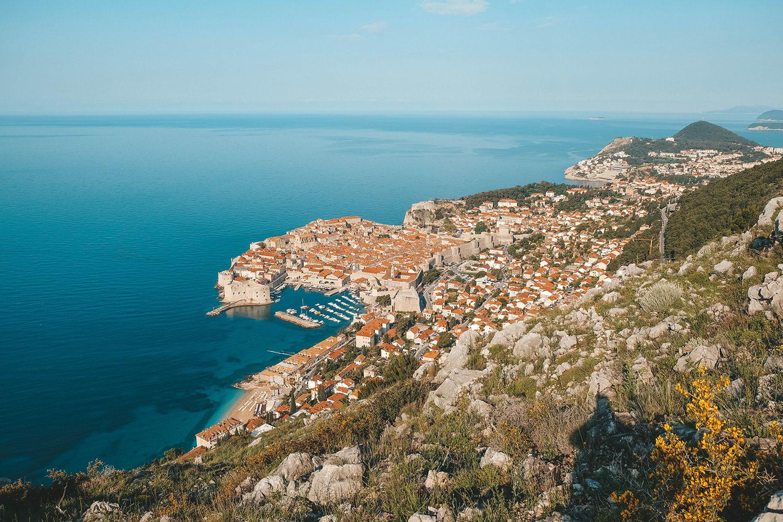 La vue exceptionnelle sur la ville de Dubrovnik depuis le Mont Srđ