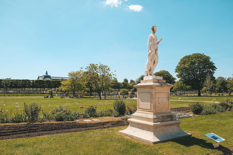 Une des nombreuses sculptures du jardin des Tuileries